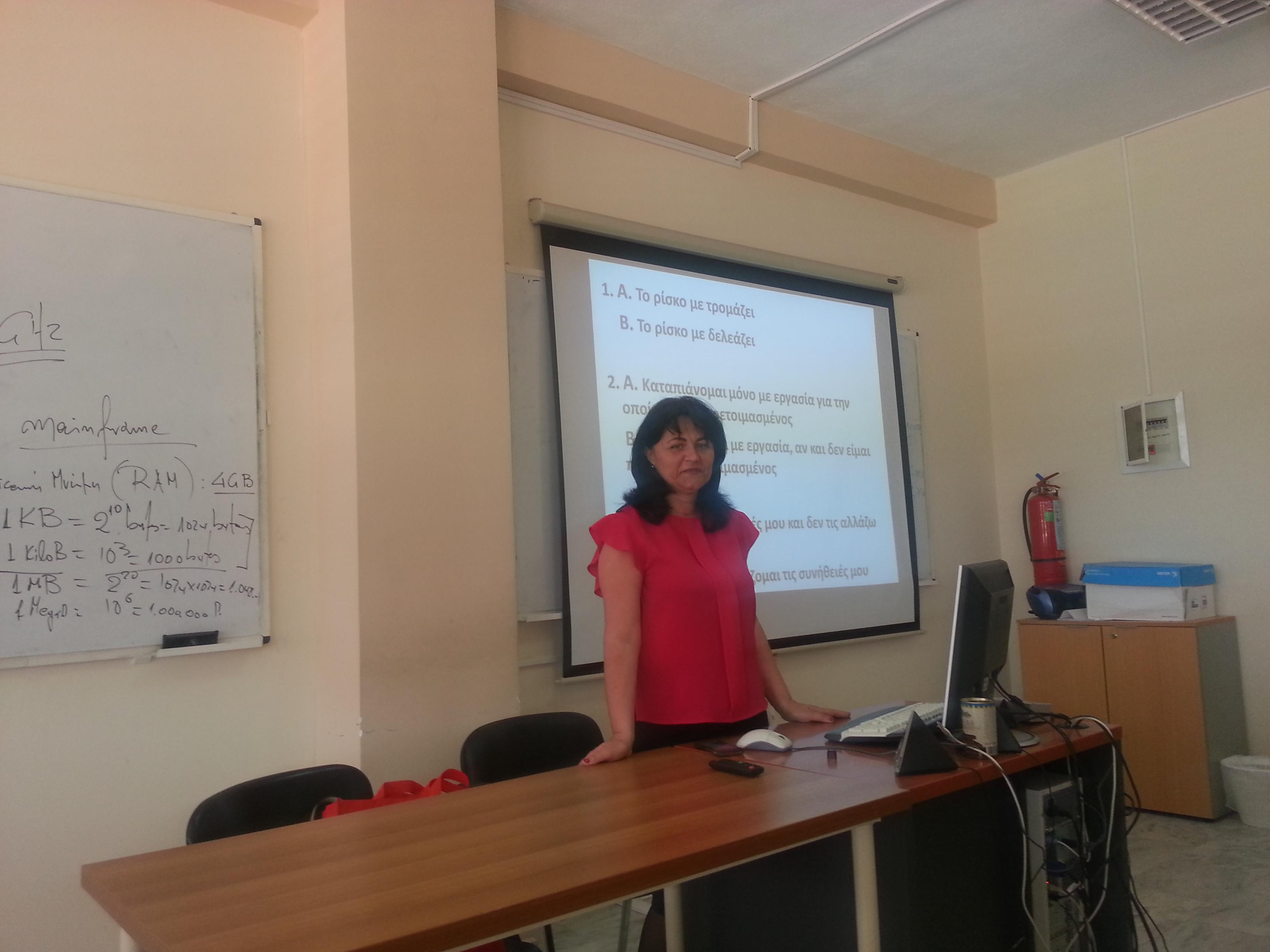 """Доц. д-р Донка Никова, преподавател от катедра """"Икономическа социология""""-ОИФ, посети Технологичния образователен институт на Лариса, Гърция, и изнесе кратък лекционен курс на тема """"Академичната мотивация и иновационната активност на студентите"""". Посещението бе осъществено в рамките на преподавателската мобилност по програма """"Еразъм""""."""